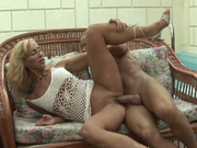 Cock hungry milf Melissa Q sucks dick like pro