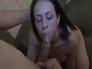 Oyeloca Smalltits latina girlfriend Linda Nieves fucked facializ