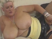 MEGA BOOBS WANKING HER DIRTY PUSSY