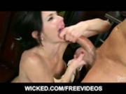 Veronica Avluv deepthroats a fat cock
