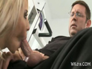 Fat rod stuffs wet snatch