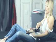Unbelievable fairhair and her guitar