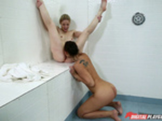 When lesbian meet in the shower - Aidra Foxand Charlotte Stokely